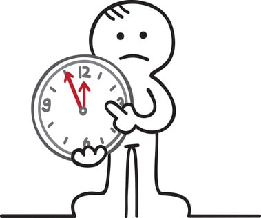 Hohe Schulden - Geldprobleme - Schuldnerberatung - Privatinsolvenz / Figur zeigt auf eine Uhr, die auf 5 vor 12 steht